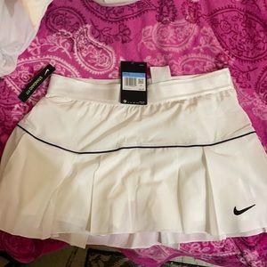 Nike tennis skirt NWT!! Never worn still has tags!